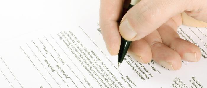 Automatyczne przedłużanie umowy na kolejny okres bez pytania konsumenta o zgodę stanowi nieuczciwą praktykę rynkową